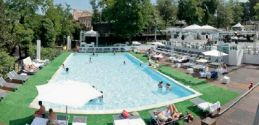Rome: Cool off at the city's new outdoor pool… by the Colosseum