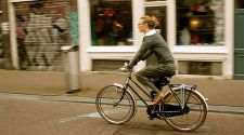 Amsterdam: 5 basic rules of bike safety