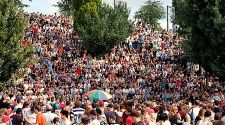 Berlin: Mauerpark Sunday Karaoke fights to keep on singing