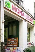 Mona Lisait in Paris