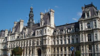 Paris' Hotel de Ville. Photo by Liz Webber.