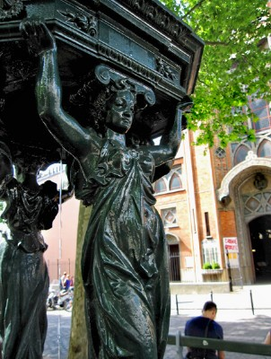 An iconic Wallace fountain holds court at Abbesses.