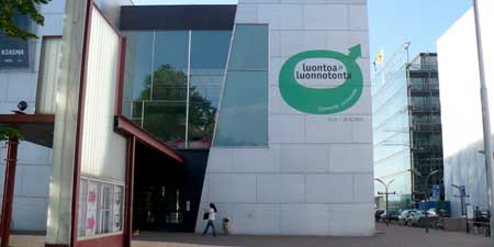 The Museum of Contemporary Art (Kiasma)'s imposing entrance.