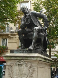 A statue of Diderot.
