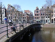 Canalside in Grachtengordel. Photo by stevecadman.