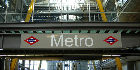 Follow the red diamonds (and our advice) to use the Metro wisely. Photo by Diorama Sky.