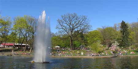 A sunny day at Volkspark Friedrichshain. Photo by renaatje.