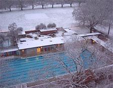 The London Fields pool in winter
