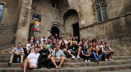 Making friends at a photoblogger Meetup in Barcelona. Photo: Fran Simo