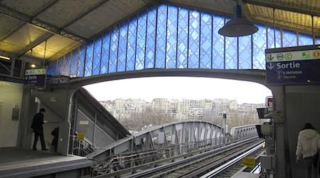Bir-Hakeim Métro stop Paris