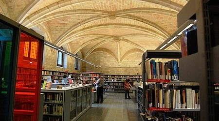 Barcelona's public libraries offer free Wi-Fi to members. Photo: CWagner