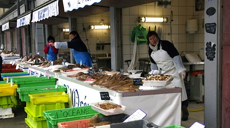 Checking out the daily catch at Quai Gambetta's fish market in Boulogne. Photos © hidden europe