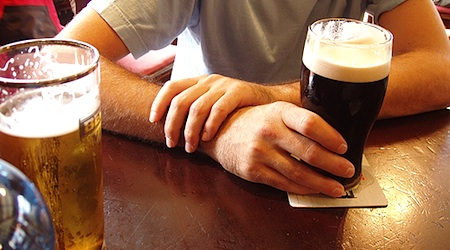 Get to know the locals over a beer in Dublin. Photo: Holla Backpack