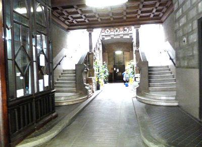 Hostal Girona entrance