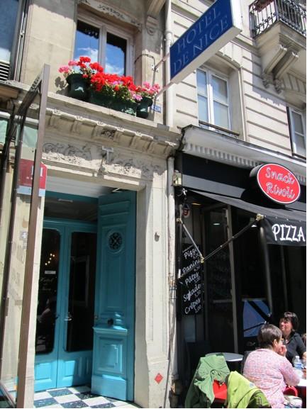 Hotel de Nice blue door