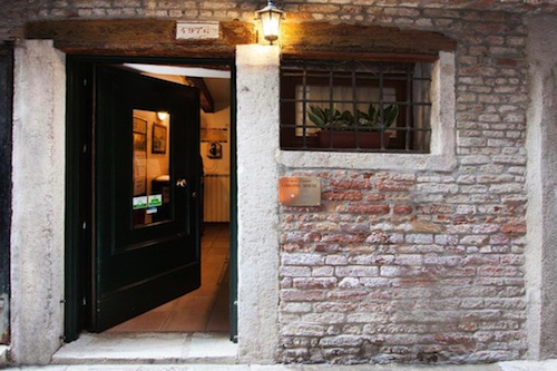 The entrance to Casa Cosmo Lodging House. Photo: Booking.com
