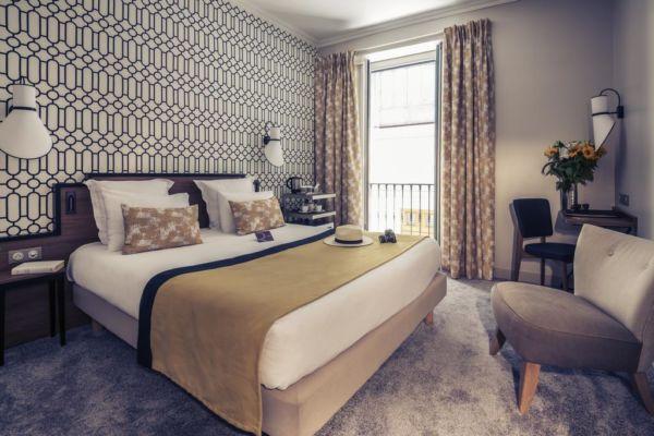 modern black, white and beige hotel room