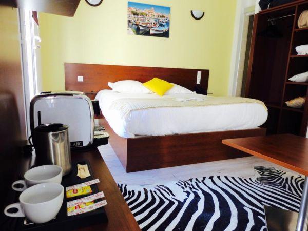 yellow hotel room with zebra rug
