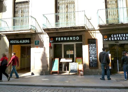 how to find cheap accommodation in barcelona
