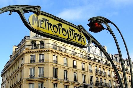 Metro Paris sign